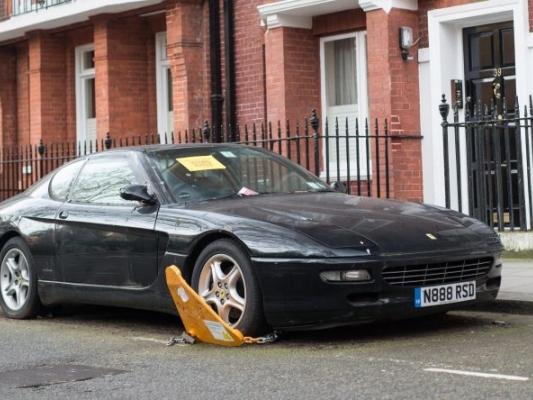 Вцентре Лондона найден ничейный суперкар Феррари 456